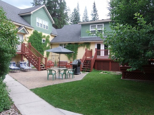Vacation Rental- Sleeps UP TO Nine- Golden BC