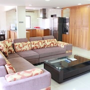1st Choice Vacation Apartments@ Marina Court Resort Resort