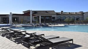 3 outdoor pools, free cabanas, pool umbrellas