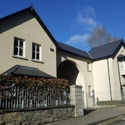 Lovely Light Filled Townhouse in Avoca