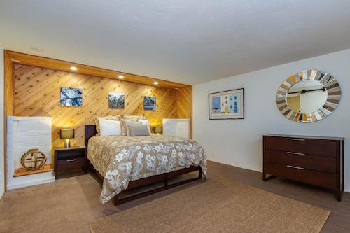 Check Expedia for Availability of Sea Spray in Depoe Bay Apartment 1