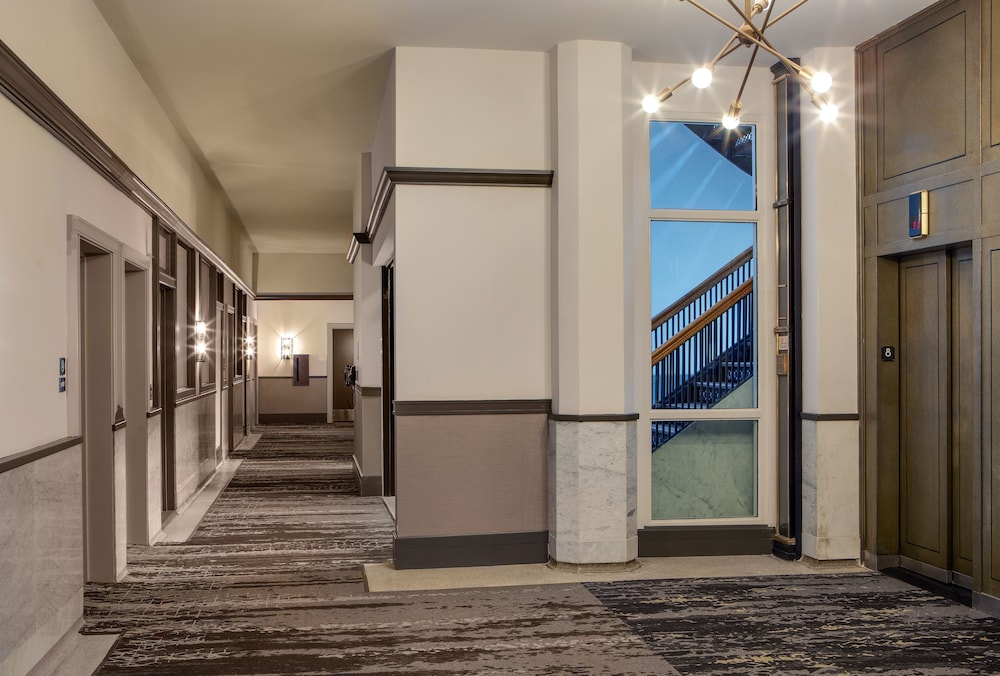 Interior Detail, DoubleTree by Hilton Youngstown Downtown
