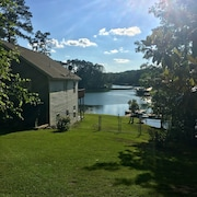 Spacious Hidden Beauty on Lake Sinclair With Winter Specials Available!!