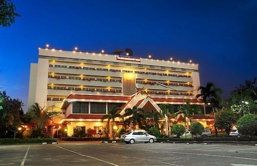 Mae Yom Palace Hotel