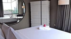 객실 내 금고, 책상, 암막 커튼, 방음 설비
