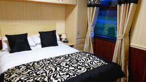 2 bedrooms, cots/infant beds, rollaway beds, free WiFi