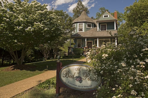 Great Place to stay A Bed of Roses Bed & Breakfast near Asheville