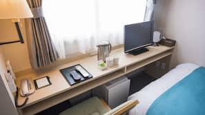 羽絨被、房內夾萬、書桌、熨斗/熨衫板