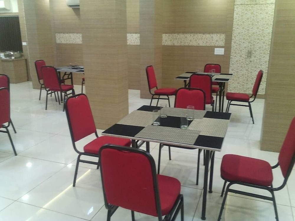 Dining, Hotel The Signature Asansol