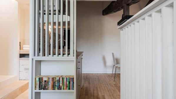 1 chambre, matelas mémoire de forme, fer et planche à repasser