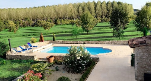 Charming Property OF 370m2 Standing 5 Bedrooms With Swimming Pool 10 People