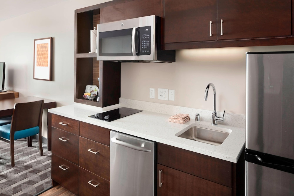Private Kitchen, TownePlace Suites by Marriott Louisville Northeast