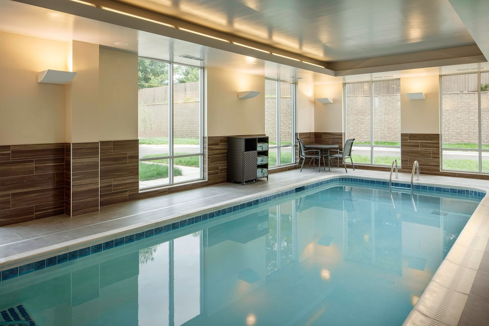 Indoor Pool, TownePlace Suites by Marriott Louisville Northeast