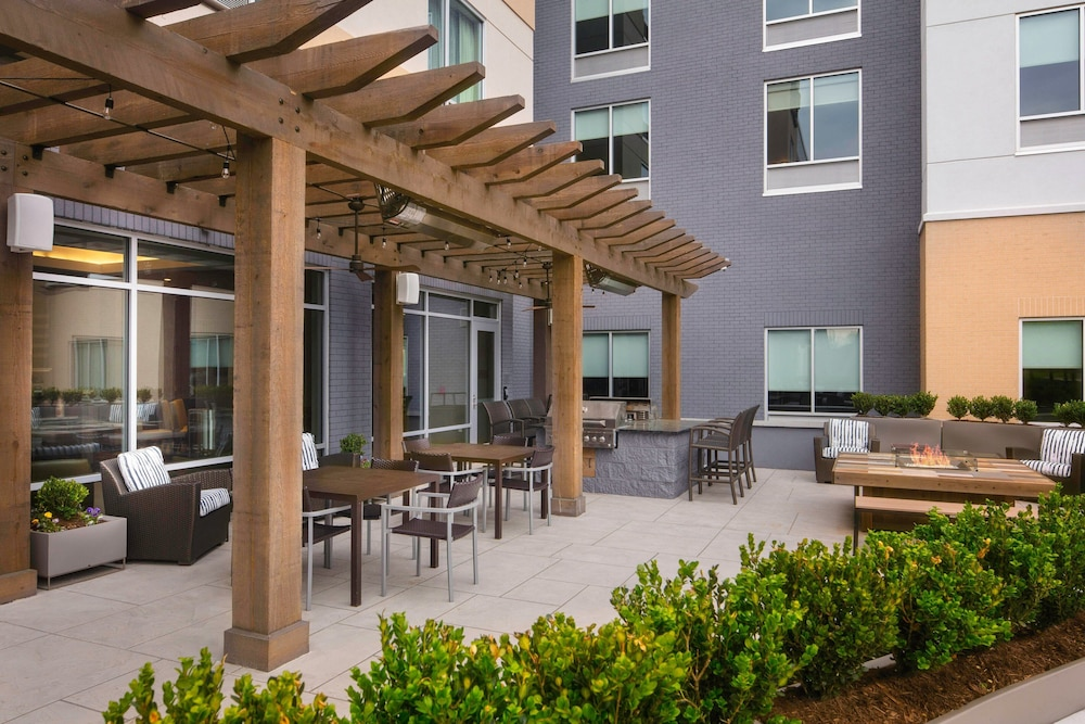 BBQ/Picnic Area, TownePlace Suites by Marriott Louisville Northeast