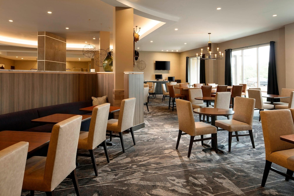 Restaurant, TownePlace Suites by Marriott Louisville Northeast