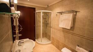 อ่างอาบน้ำแบบแช่ตัว, ของใช้ในห้องน้ำฟรี