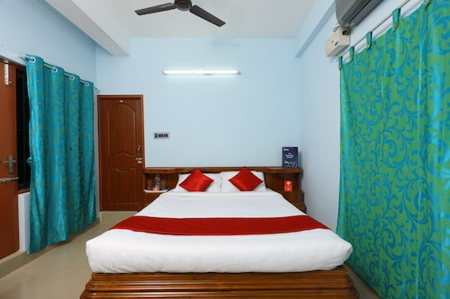 OYO Home 11698 Spacious 3BHK Near Boat House