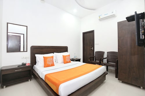 OYO 11421 Regal Residency