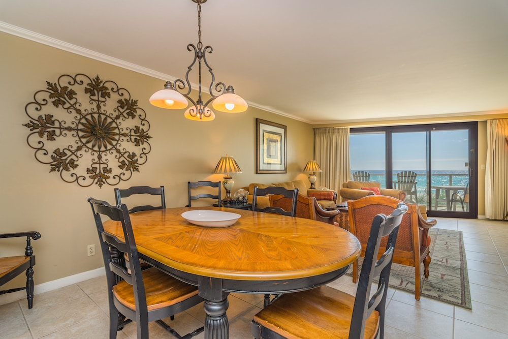 In-Room Dining, Beachfront at Sandestin