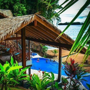The Island Hub at Red Frog Beach Resort