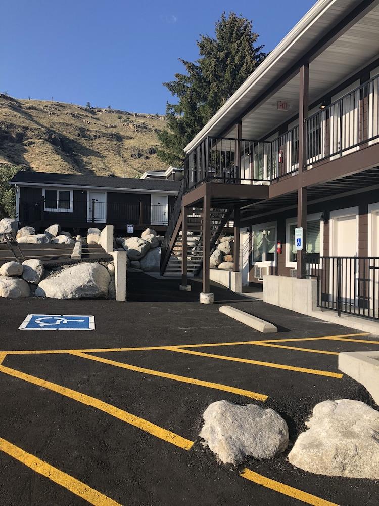 Yellowstone, Gardiner: $200 Room