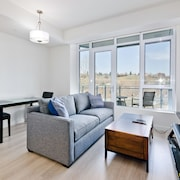 Suite Digs Waterfront