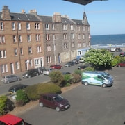 Edinburgh Duplex Apartment Adjacent to Beach ~ 2 Bedrooms Sleeps 4 ~ Free P