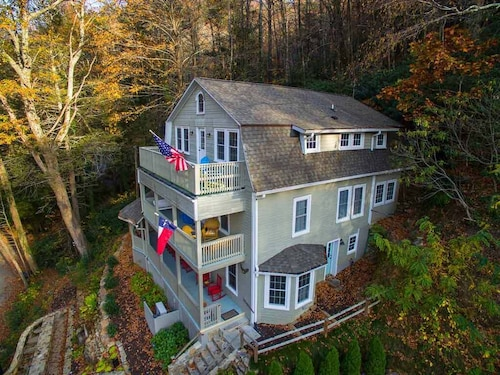 Check Expedia for Availability of Patricia Home: 6 BR, 4.5 BA House in Montreat, Sleeps 15