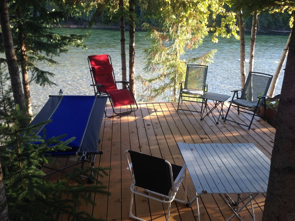 Featured Image, Riverside Guest House Overlooking the Clearwater River Draining Wells Gray Park
