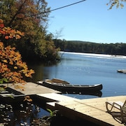 Escape to your own private cove! Year round enjoyment at this lakefront cottage!