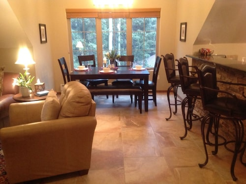 Luxurious, Immaculate In Alpine Setting, 4 Min Walk to Slopes