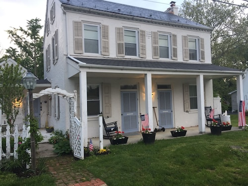 Historic Farmhouse Waterfall View, Dog-friendly Near Amish + Sight&sound + Shops