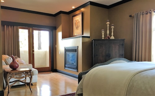 Casa Colina Bed & Breakfast - The East Queen Suite