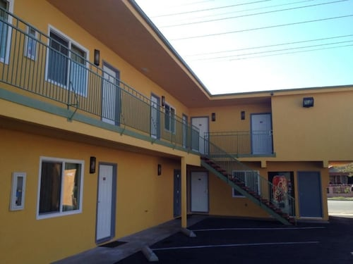 Check Expedia for Availability of El Rancho Motel