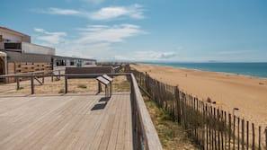 Plage à proximité, beach-volley, surf