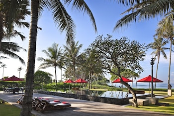 Ombak Luwung Beachfront Estate