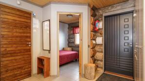 2 makuuhuonetta, työpöytä, silitysrauta/-lauta, ilmainen Wi-Fi
