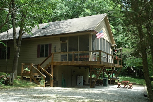 Vacation Home In the Woods on Private Lake Close to Louisville, Ky