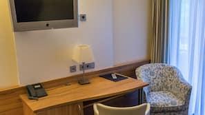 Zimmersafe, Schreibtisch, Babybetten, Zustellbetten