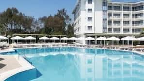 Seasonal outdoor pool, open 9:00 AM to 6:30 PM, free pool cabanas
