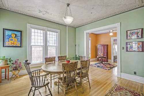 Beautiful Capitol Hill House! Sleeps 8!
