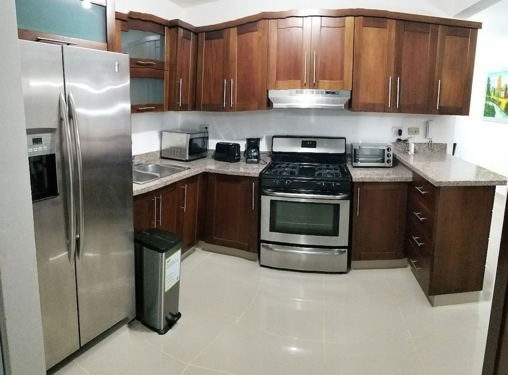 Private Kitchen, NEW WONDERFUL APART WITH POOL