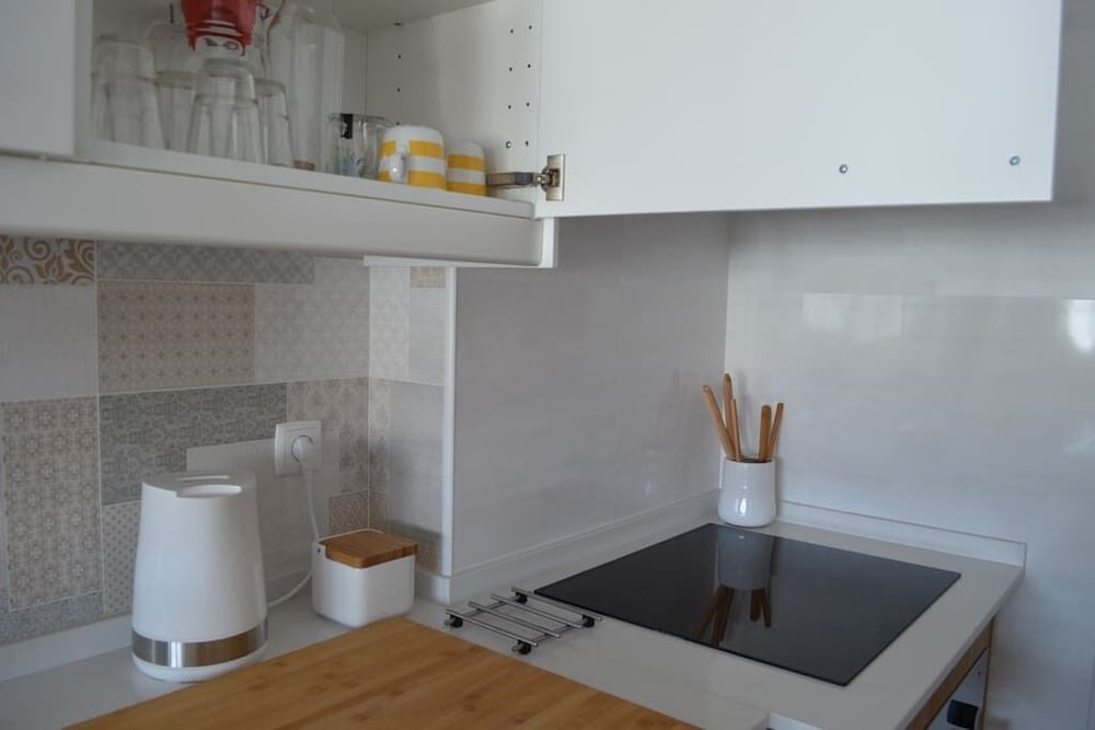 Private Kitchen, Seven Guest House, a Departing Point to Visit Lisbon and Sintra