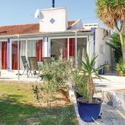2 Bedroom Accommodation in Lavre