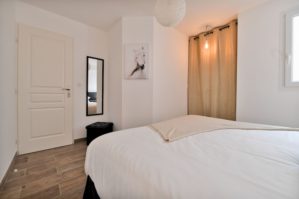 ... Zimmer (Apartment) ...