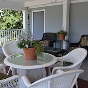 Pet-friendly Suites With a Small Fee, Short Walk to Beaufort Waterfront