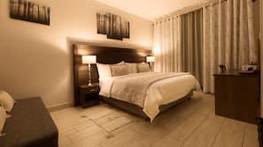Hypo-allergenic bedding, in-room safe, desk, cots/infant beds