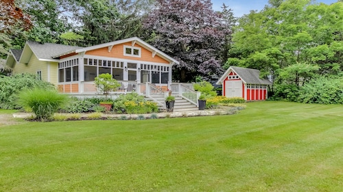 Dog-friendly In Town Cottage w/ Screened Porch