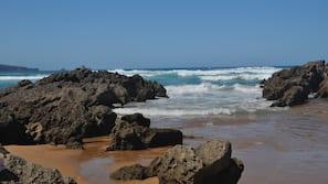 Ubicación cercana a la playa, arena blanca y 15 bares en la playa