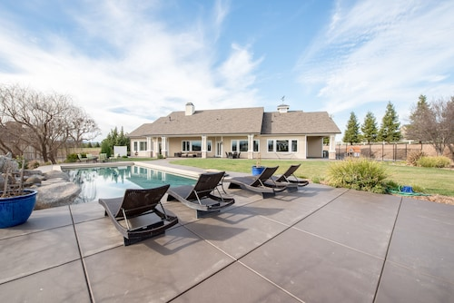 Great Place to stay 725 Frontier Way Home 6 Bedrooms 3 Bathrooms Home near Templeton
